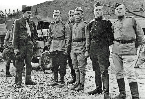 korea-1945-us-and-ussr-troops-at-38th-parallel.jpg